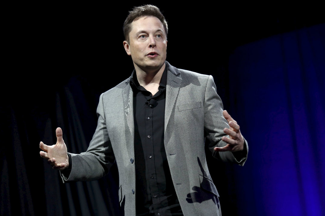 """Elon Musk asks """"Wanna buy some Bitcoin?"""". Twitter assumes he was hacked"""