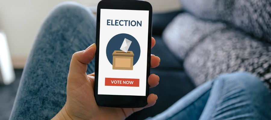 How do blockchain voting systems work