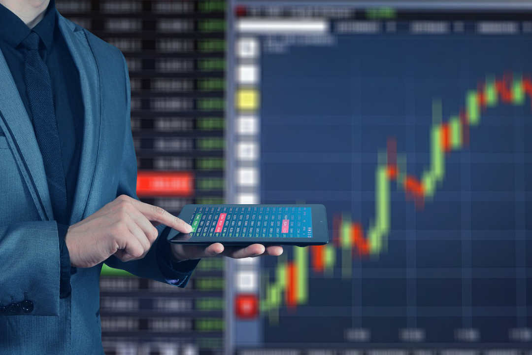 Do crypto investors take advantage of arbitrage trading?