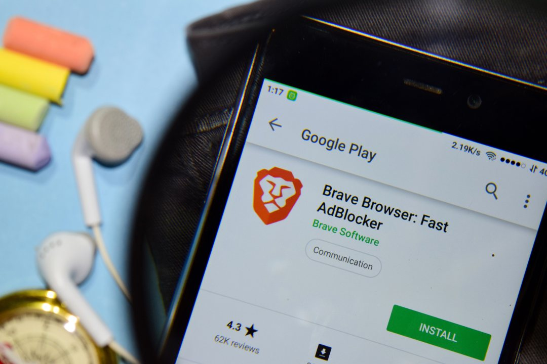 Google vs Brave (BAT): the battle of browsers. Protection or fear of a competitor?