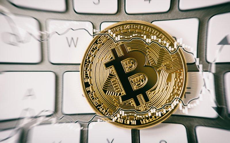 The bitcoin bubble vs the Apple stock speculation