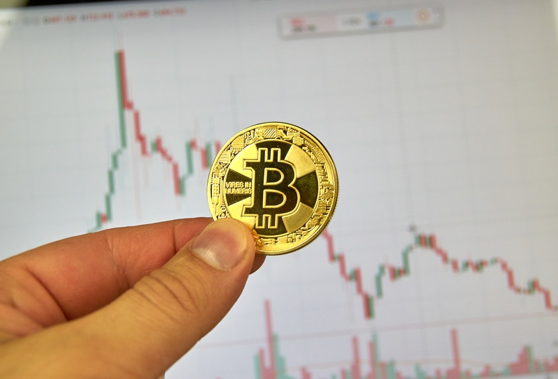 Bitcoin price today: the 10th birthday is celebrated in red