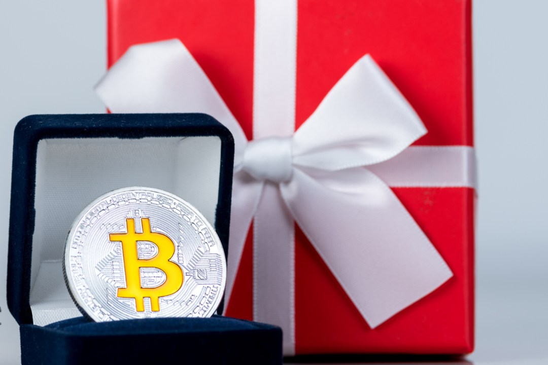 Bitcoin and Valentine's Day. It's time for gifts