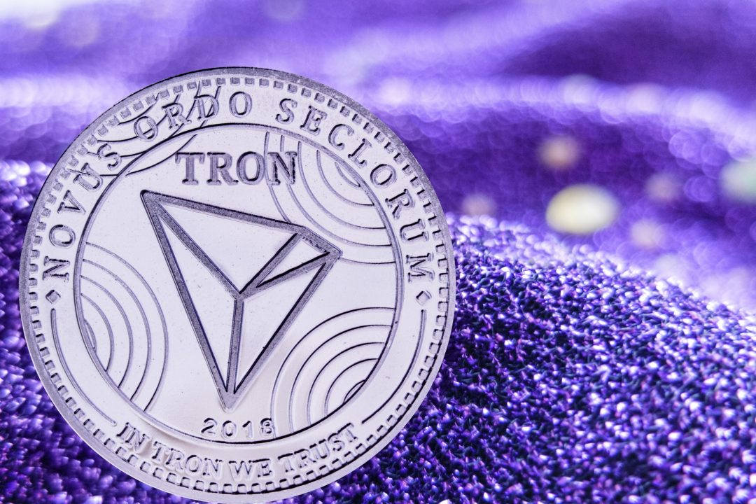 Tron (TRX) price goes down, while Dash has some good news