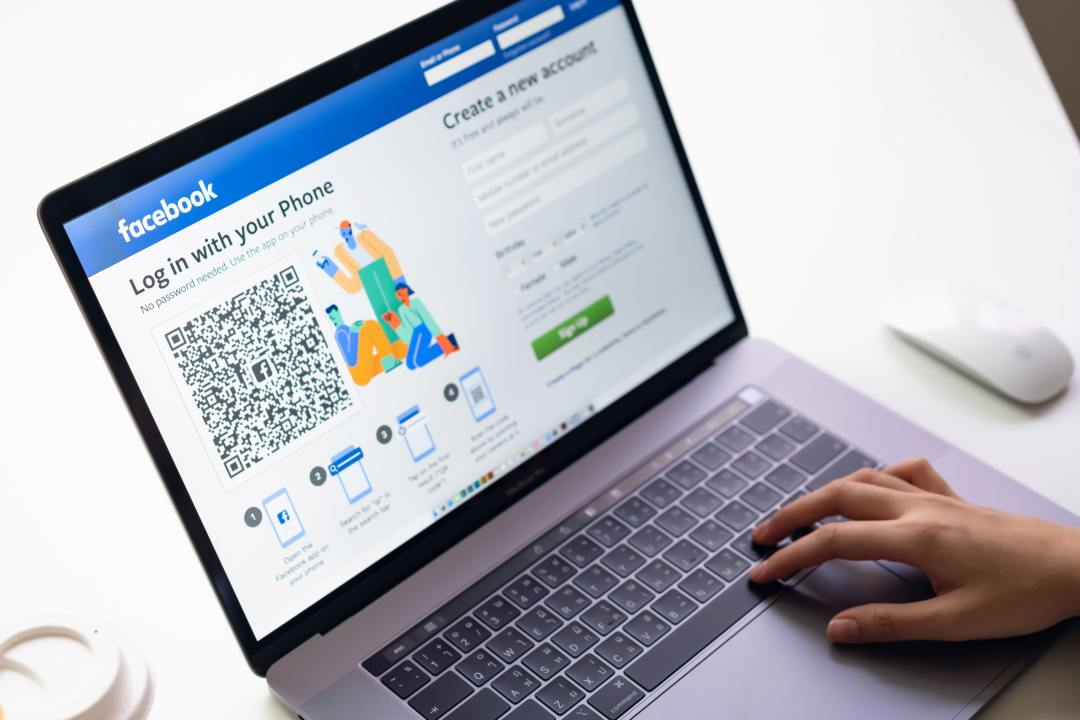 Facebook to hire a blockchain consultant