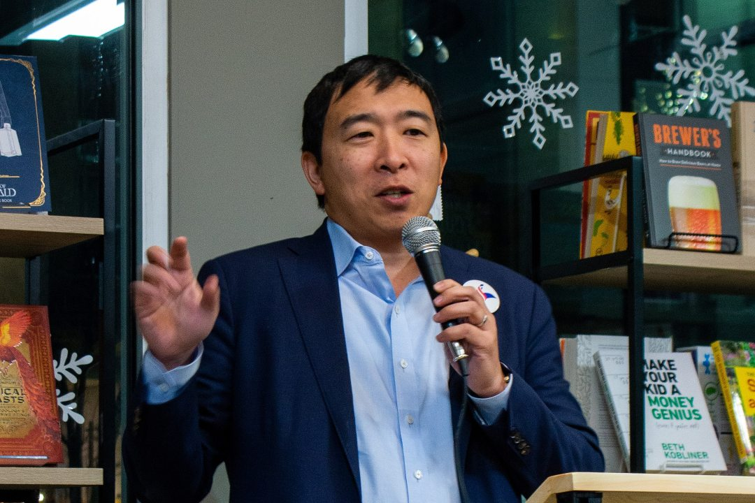 Elon Musk supports bitcoin-friendly candidate Andrew Yang