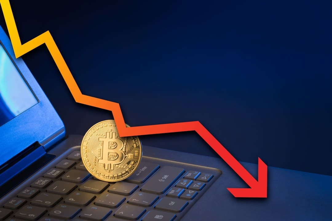 Bitcoin loses value and returns below $11,000