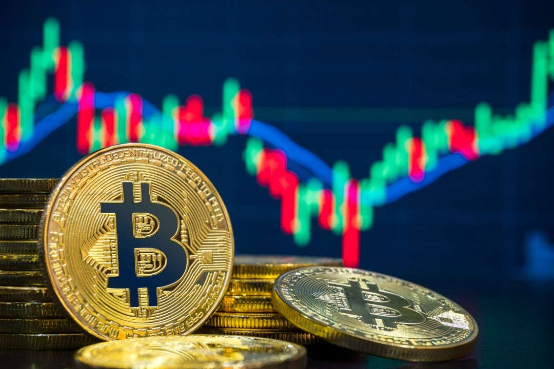 Bitcoin: the price today holds $10,000