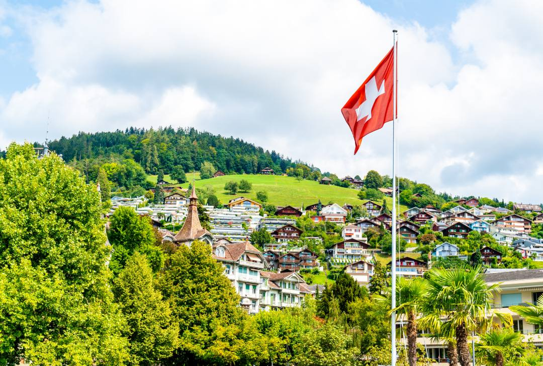 Switzerland: a proposal to pay cross-border workers in TicinoCoin