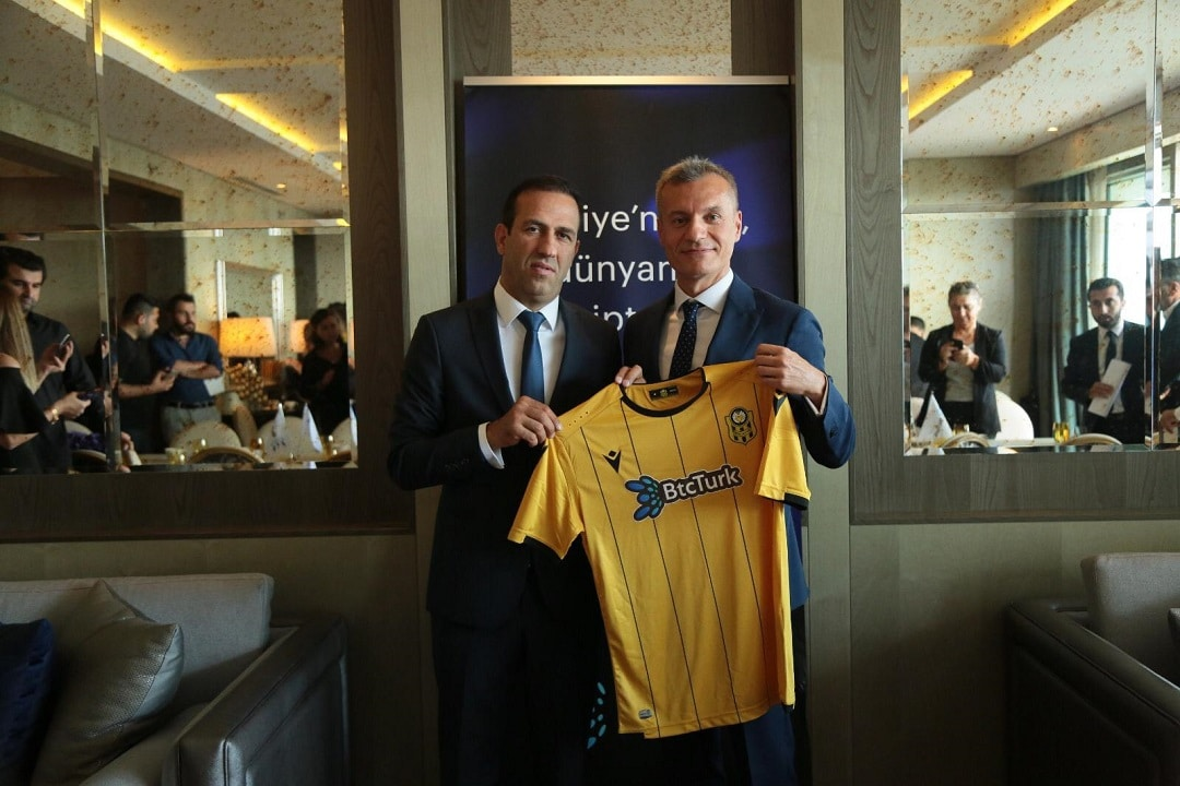BtcTurk: the exchange logo on the Yeni Malatyaspor jerseys