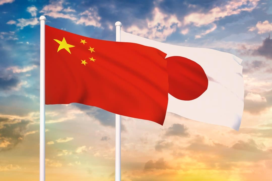 China vs Japan: two different ways to become cashless countries