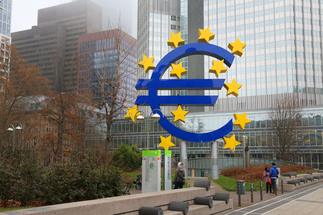 The ECB discusses the issuance of a digital currency