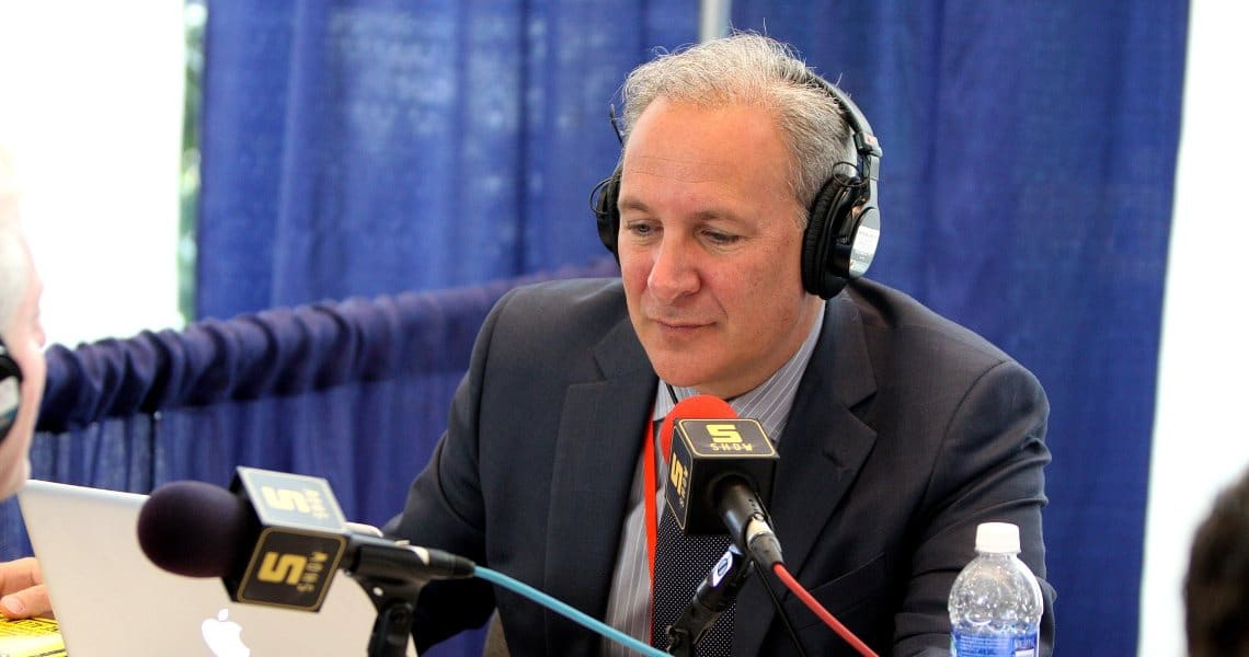 Peter Schiff against Bitcoin on Twitter once again