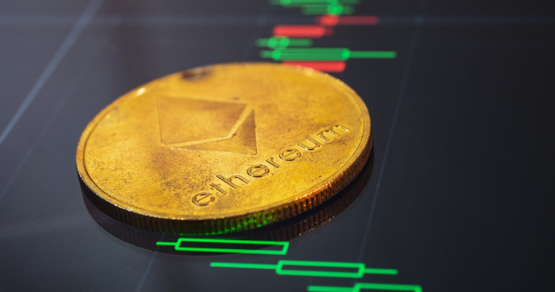 Ethereum, the price goes up and drags the altcoins