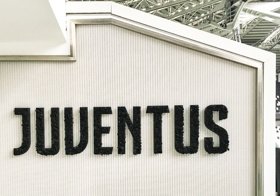 Quotations of Juventus and Bitcoin in 2020