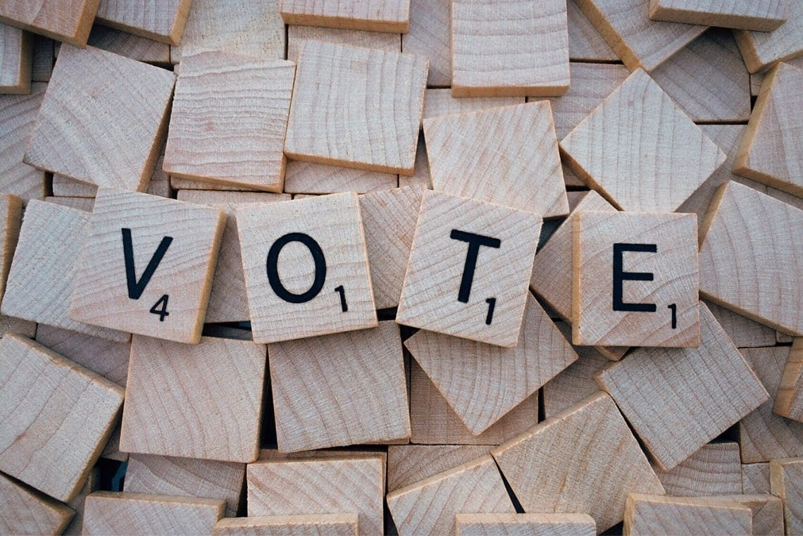 Electronic voting on blockchain: introduction to smart contracts