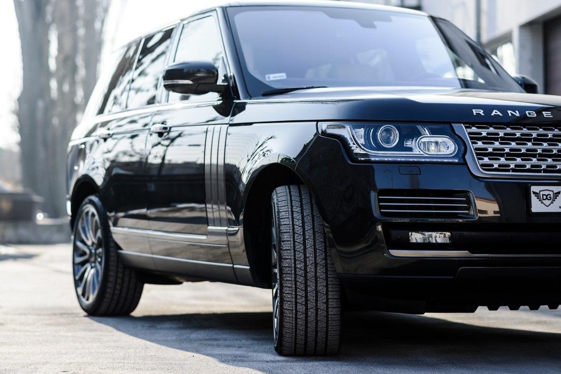 Land Rover advertises Bitcoin