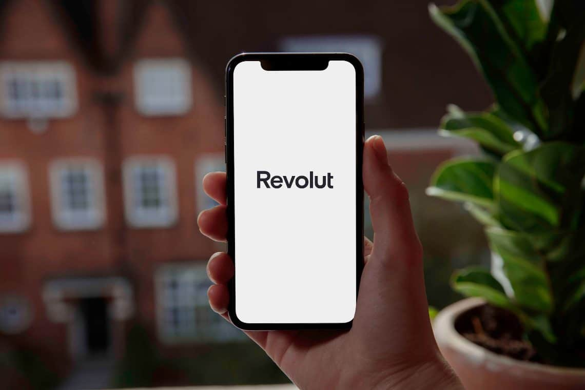 Revolut allows to buy silver