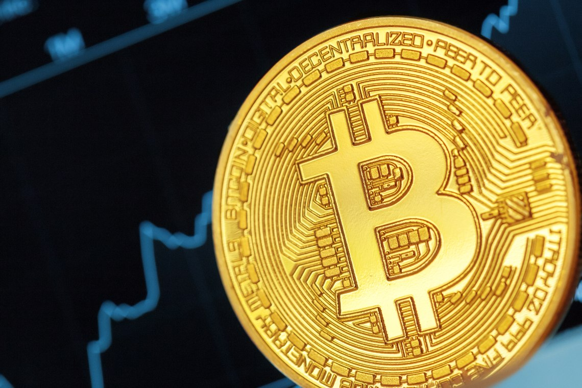 Bitcoin returns to 11,000 USD