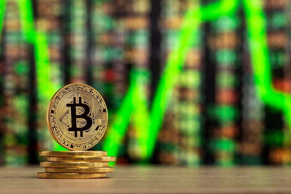 Bitcoin struggling, prices under 11,000 dollars