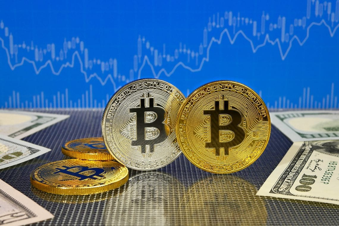 Cryptocurrency between low volumes and low volatility