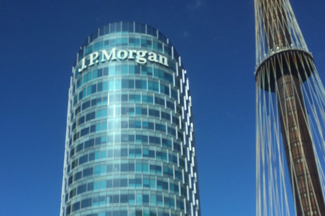 "Bitcoin, "" everyone capitulates"": JP Morgan changes its mind"