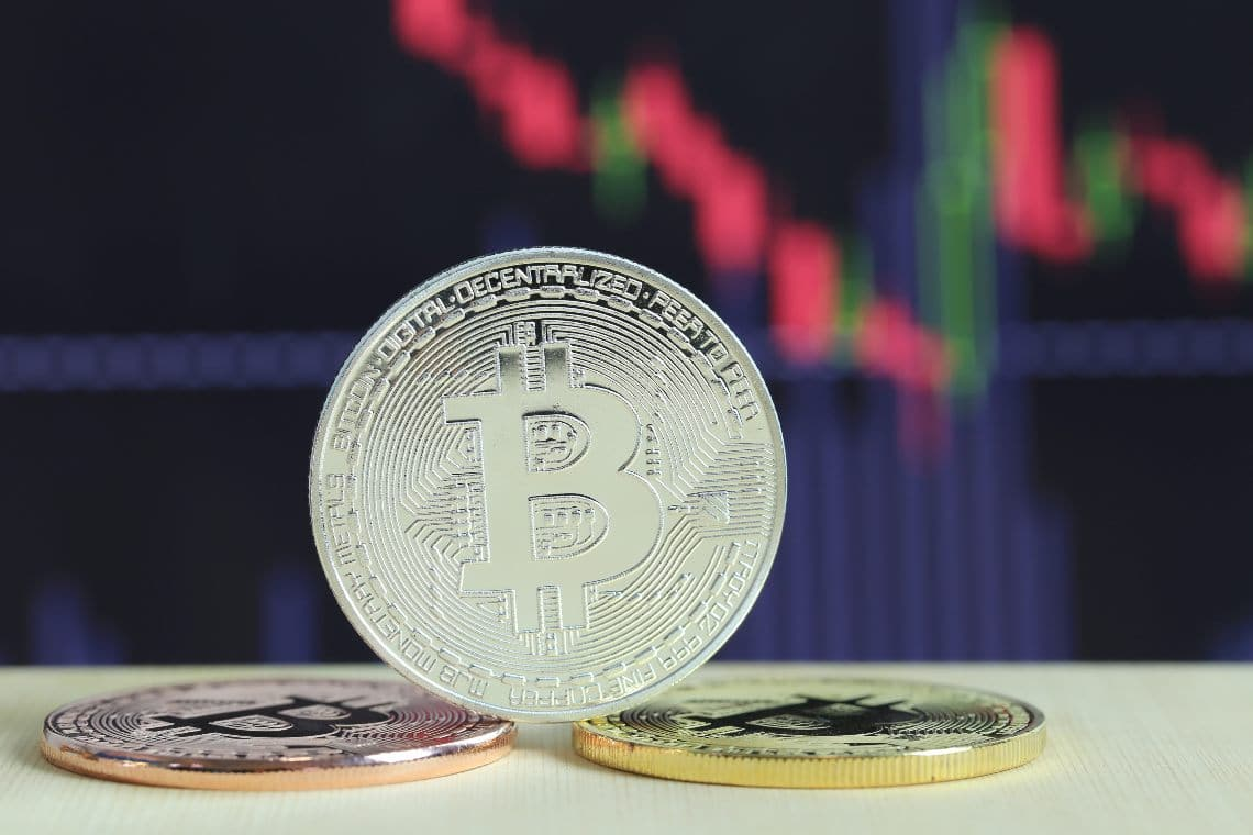 Bitcoin is testing the $18k support again