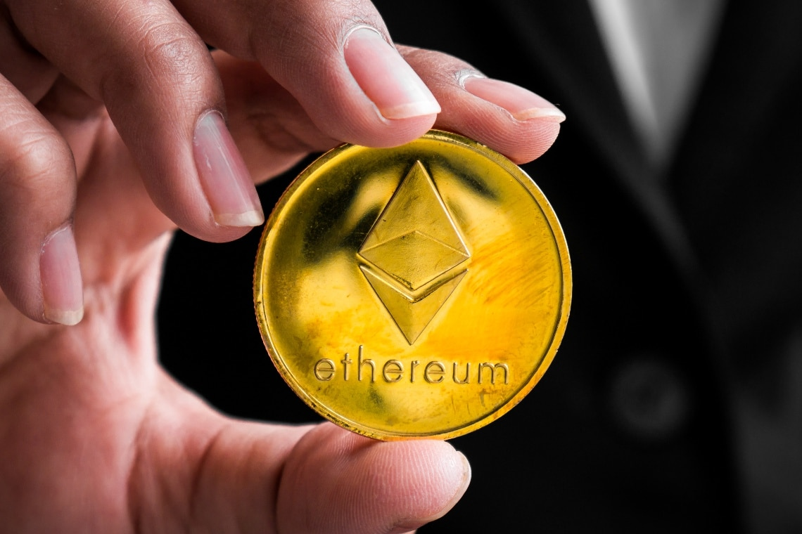 Ethereum: less ETH on wallets and miners drive up the price
