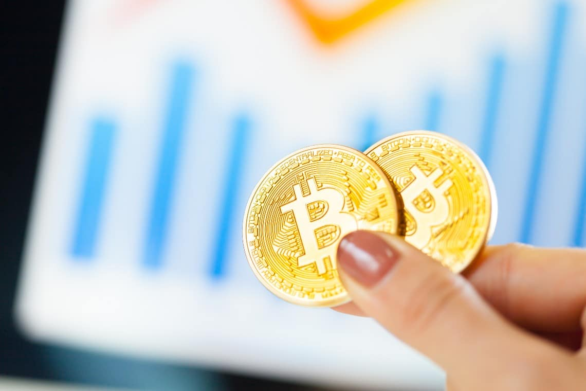 Bitcoin into positive territory recovers $52,000