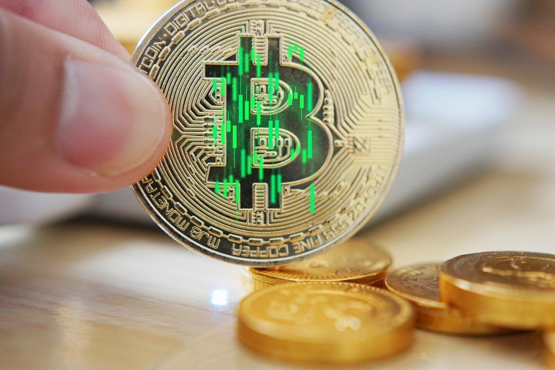 Bitcoin rises 4%. Good hold at $33,000