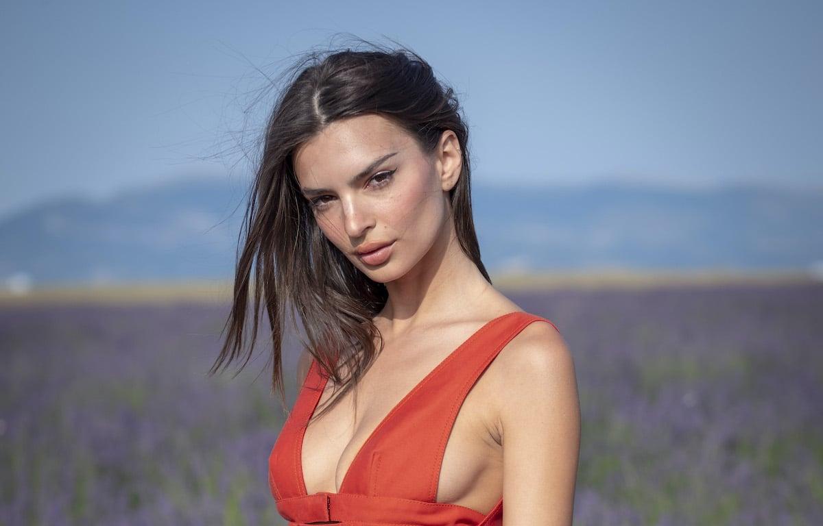 Emily Ratajkowski will sell her NFTs