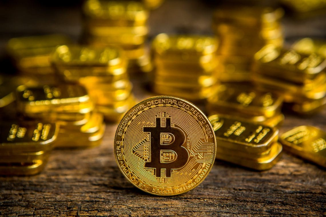 Bitcoin: are capital flows shifting towards gold?