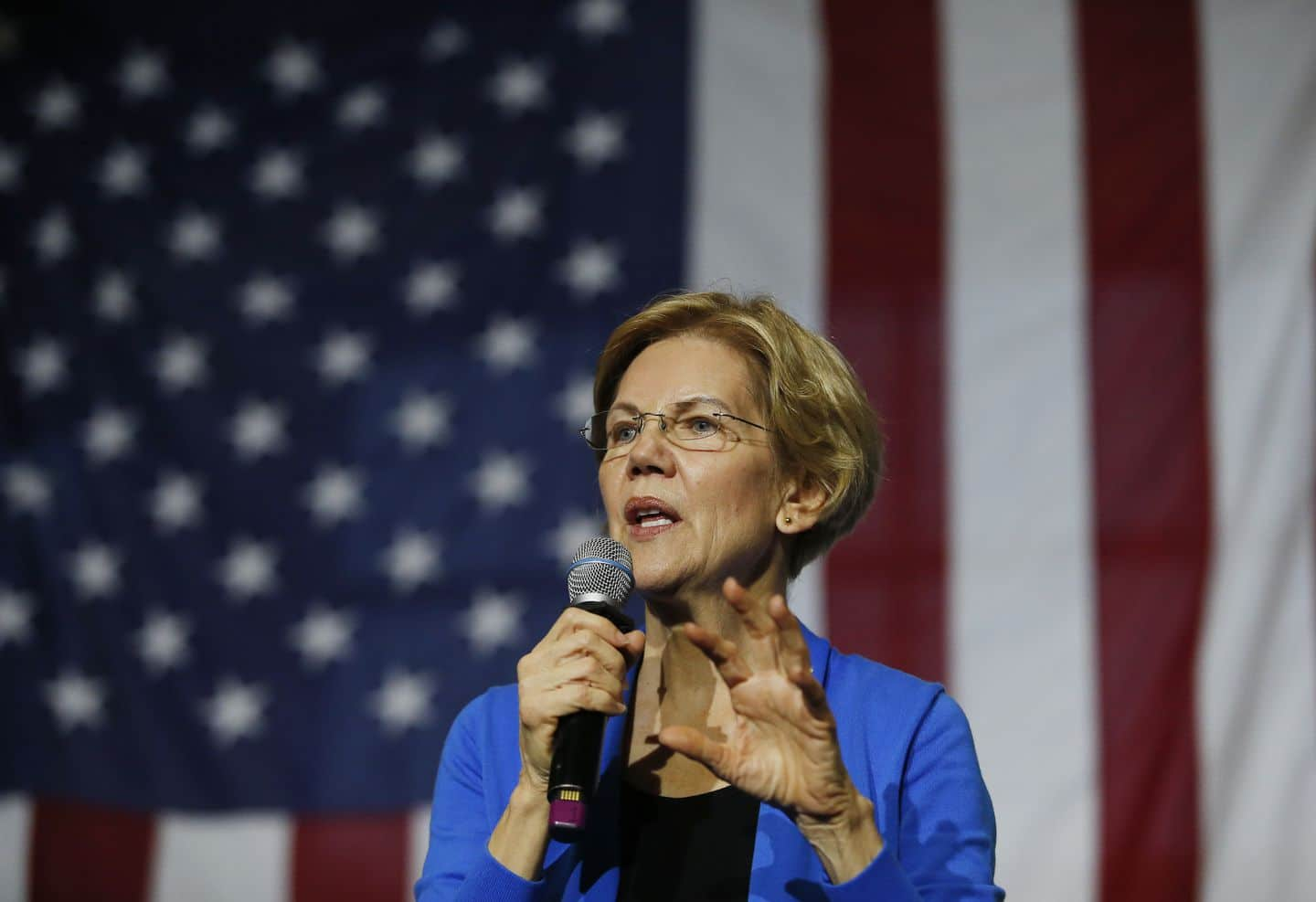 Warren against banks. The Senator in favour of cryptocurrencies