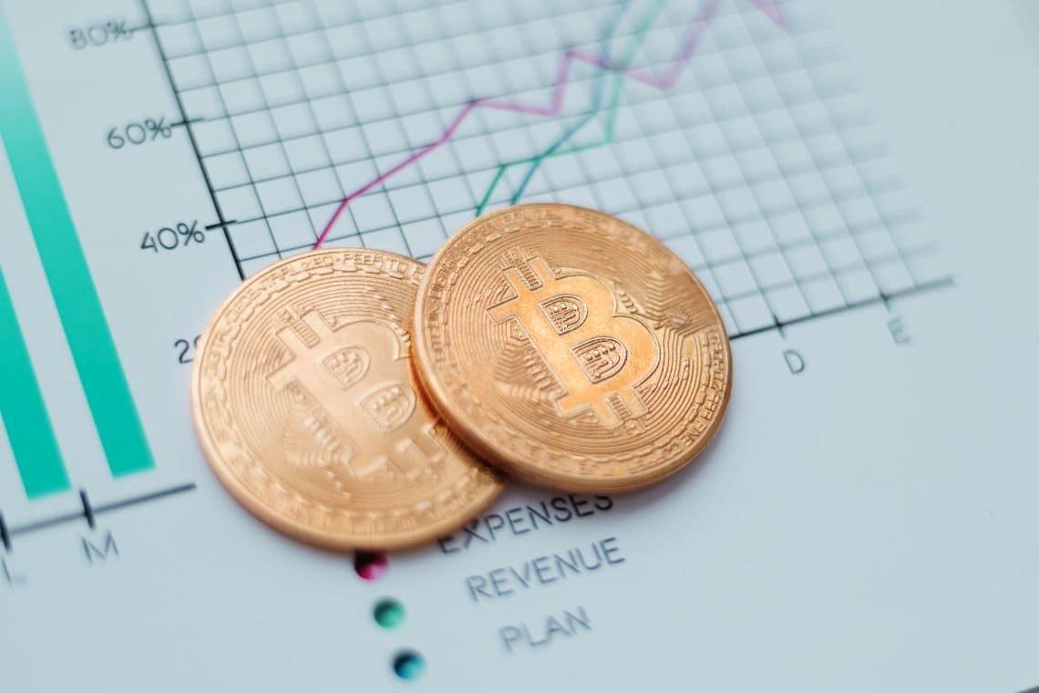 CryptoCompare: crypto volumes down 35%