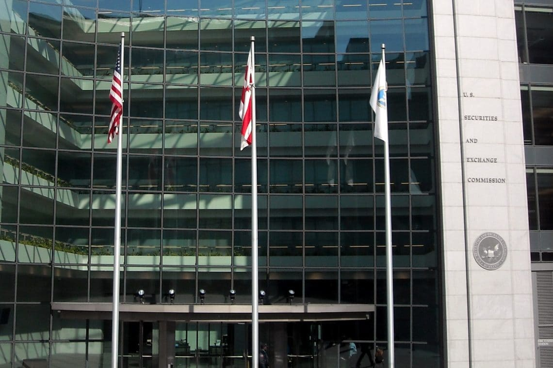 DeFi in the crosshairs of the SEC: signs before the Uniswap case